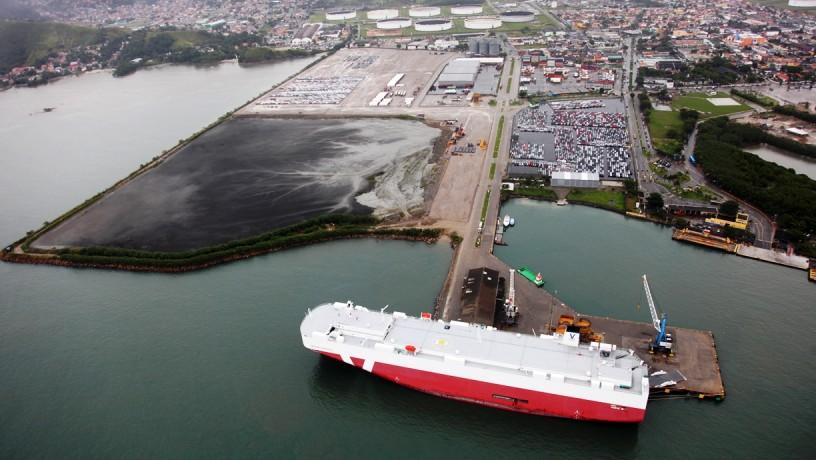 Vista aérea do porto de São Sebastião