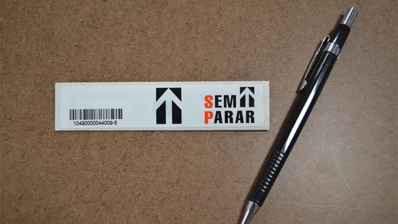 Etiqueta de plático para pagamento de pedágio eletrônico