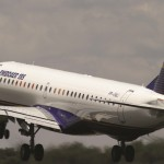 Avião E-195 da Embraer decolando