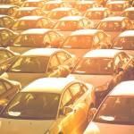 Frota de automóveis em pátio