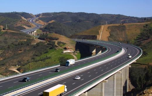 Viaduto rodovia em Portugal