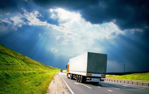 Caminhão em estrada