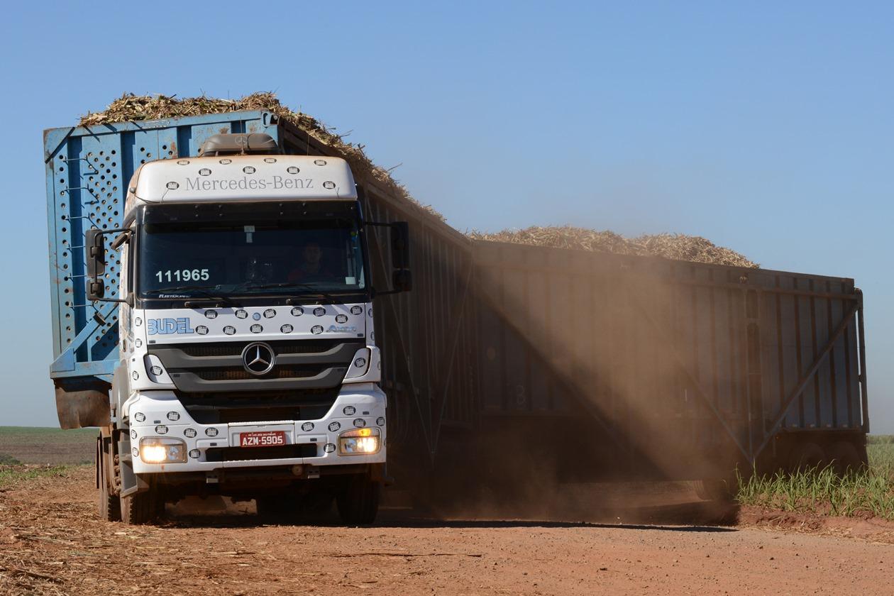 Budel adquire 53 Axor 2644 6×4 da Mercedes-Benz