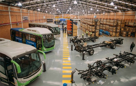 vista interna da nova fábrica de chassis para ônibus da Mercedes-Benz na Colômbia
