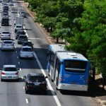 Trânsito de São Paulo com corredor exclusivo de ônibus